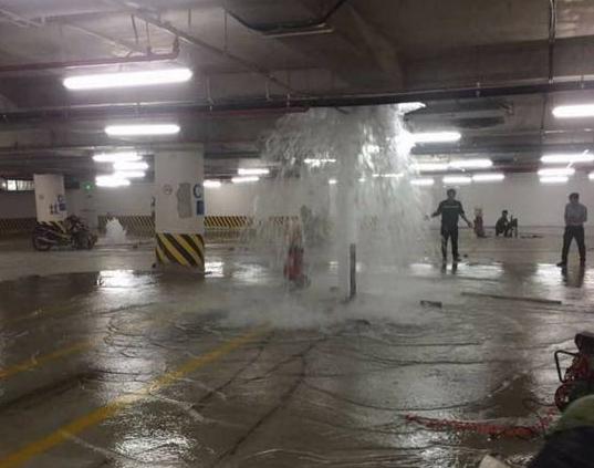 Vỡ ống nước Vinhomes Quang Trung